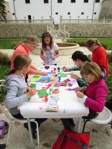 Otroške razglednice na sevniškem gradu